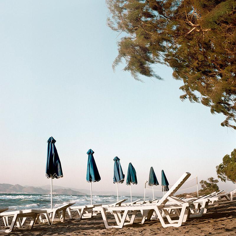 Grecja Kos 2012 - leżaki na plaży (web szer 800px)